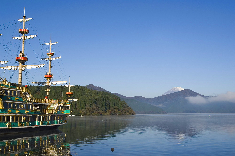 Mount Fuji and pirate ship, lake Ashi (Ashiko), Hakone, Kanagawa prefecture, Japan, Asia