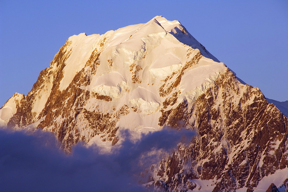 Sunset on the West Face of Aoraki (Mount Cook), 3755m, the highest peak in New Zealand, Te Wahipounamu UNESCO World Heritage Site, Aoraki (Mount Cook) National Park, Southern Alps, Mackenzie Country, South Island, New Zealand, Pacific