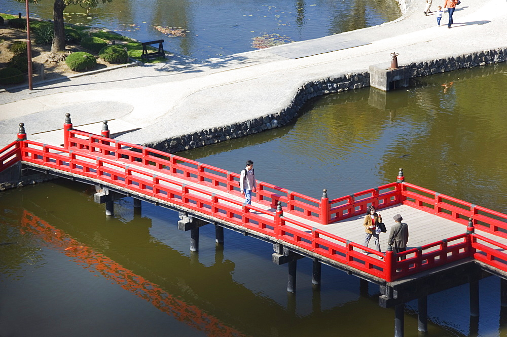 Bridge across to Matsumoto Castle (Crow Castle), built in 1594, Matsumoto City, Nagano Prefecture, Honshu Island, Japan, Asia