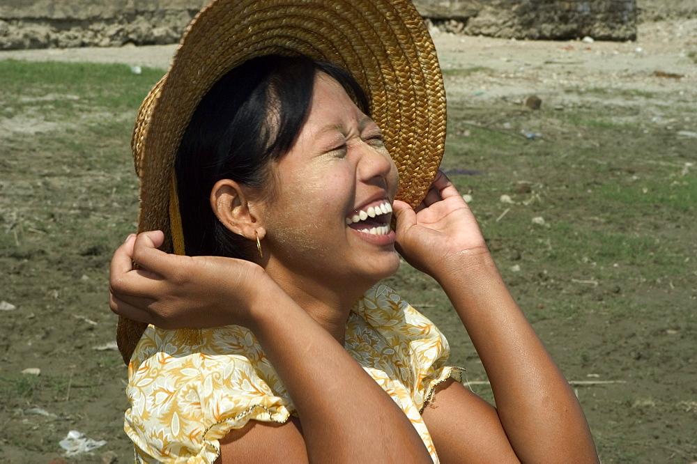Young girl, Mingun, Mandalay district, Myanmar (Burma), Asia