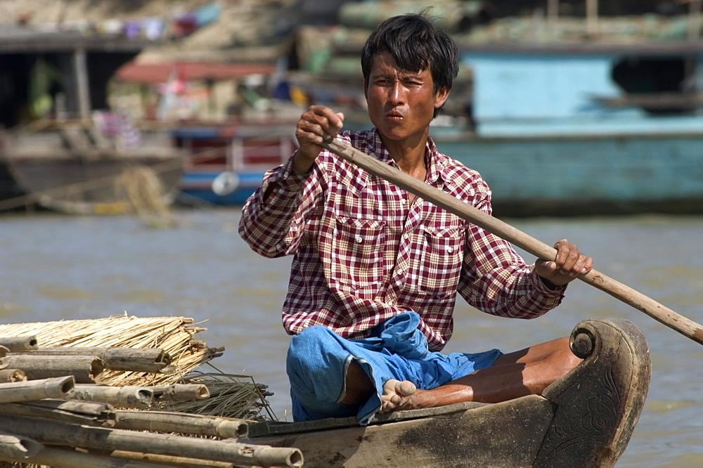 Man paddling small boat, Mingun, Mandalay district, Myanmar (Burma), South East Asia, Asia