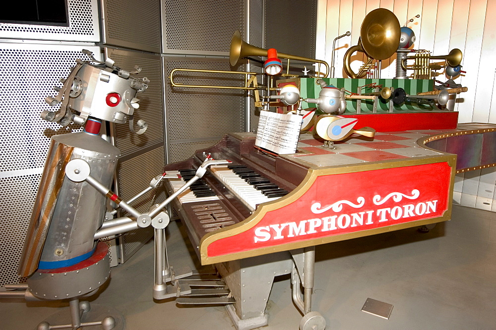 Robot playing piano, robot station, Aichi Expo Japan 2005, Nagoya, Honshu Island, Japan, Asia