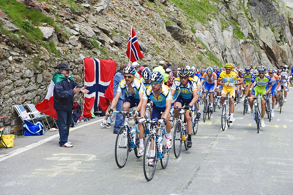 Cyclists including Lance Armstrong and yellow jersey Alberto Contador in the Tour de France 2009, at the Grand St. Bernard Pass, Valais, Switzerland, Europe