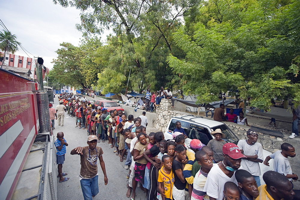 Crowds waiting for food distribution after the January 2010 earthquake, Port au Prince, Haiti, West Indies, Caribbean, Central America