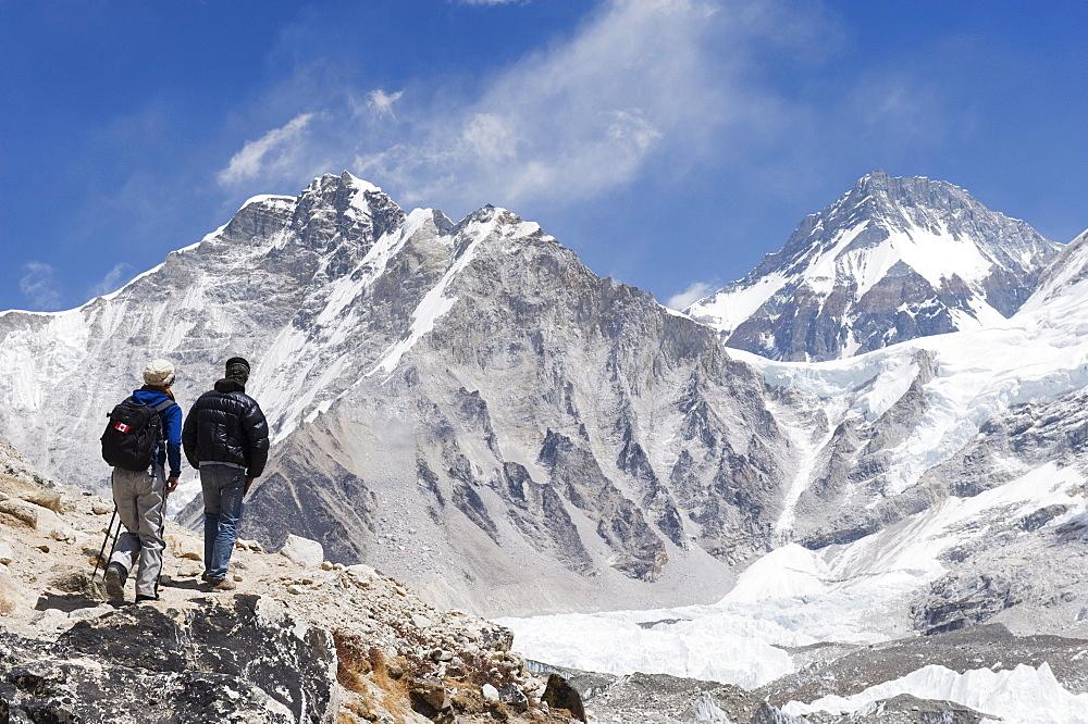 Trekkers looking at the Western Cwm glacier, Solu Khumbu Everest Region, Sagarmatha National Park, Himalayas, Nepal, Asia - 733-4219