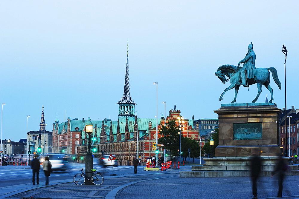 Statue of Frederik Syvende, Borsen, former stock exchange built in 1619, Copenhagen, North Zealand, Denmark, Scandinavia, Europe