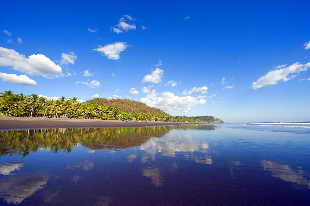 Beach at Playa Sihuapilapa, Pacific Coast, El Salvador, Central America