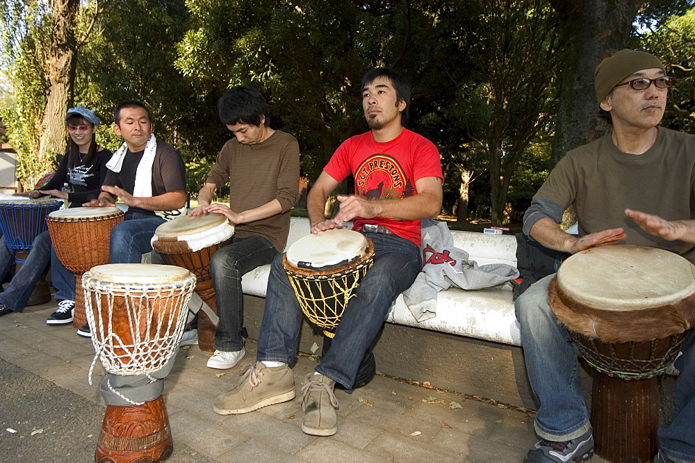 Drumming group, Harajuku, Yoyogi koen park, Tokyo, Honshu, Japan, Asia