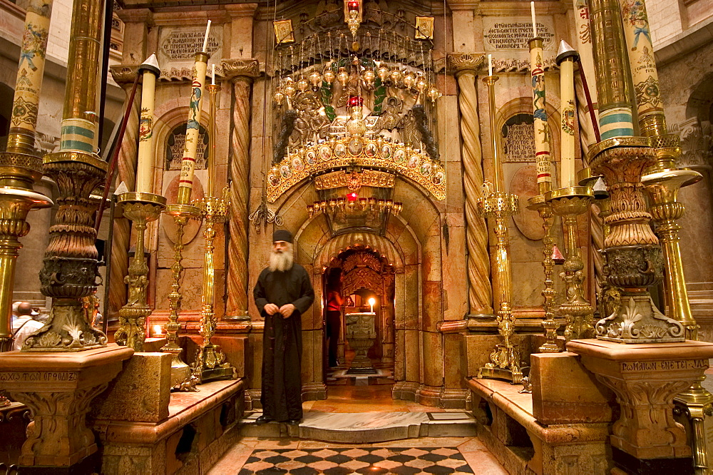 Priest at the tomb of Jesus Christ, Church of the Holy Sepulchre, Old Walled City, Jerusalem, Israel, Middle East