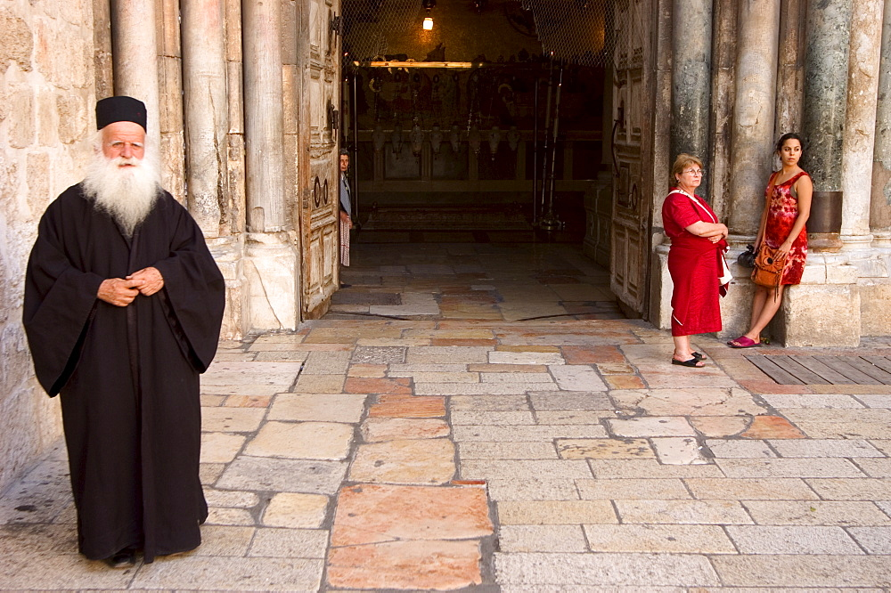 Orthodox priest, Church of the Holy Sepulchre, Old Walled City, Jerusalem, Israel, Middle East