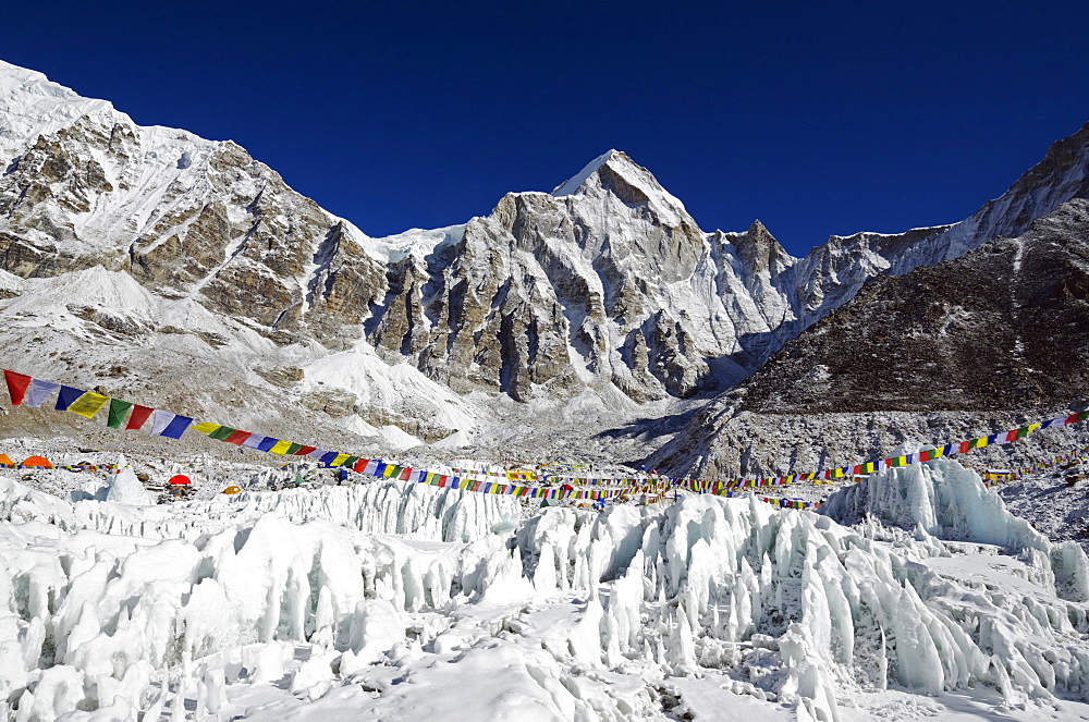 Ice pinnacles near Everest Base Camp, Solu Khumbu Everest Region, Sagarmatha National Park, UNESCO World Heritage Site, Nepal, Himalayas, Asia