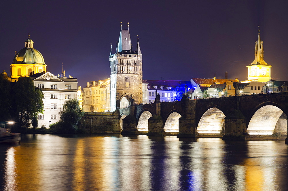 Charles Bridge and Mala Strana Bridge Tower, UNESCO World Heritage Site, Prague, Czech Republic, Europe