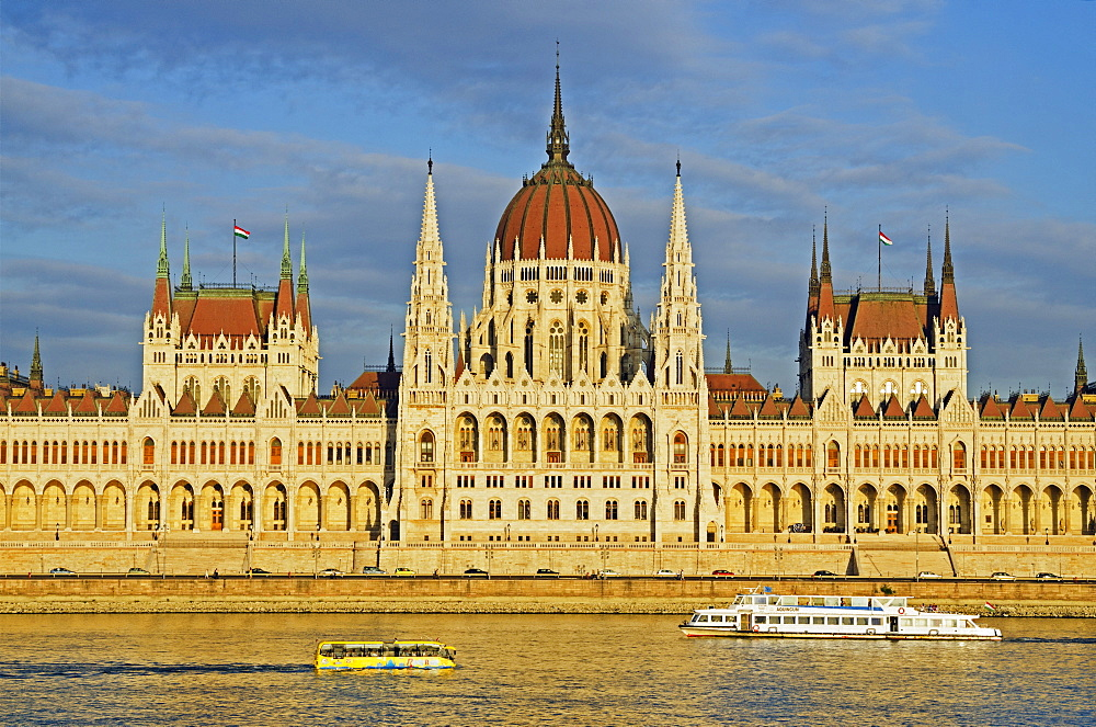 River Ride sightseeing amphibious bus, Hungarian Parliament Building, Banks of the Danube, UNESCO World Heritage Site, Budapest, Hungary, Europe