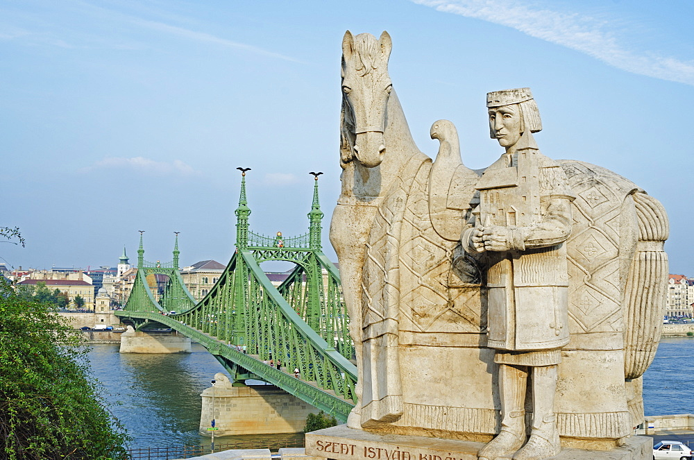 Statue of St. Stephen, above Independence Bridge, Banks of the Danube, UNESCO World Heritage Site, Budapest, Hungary, Europe