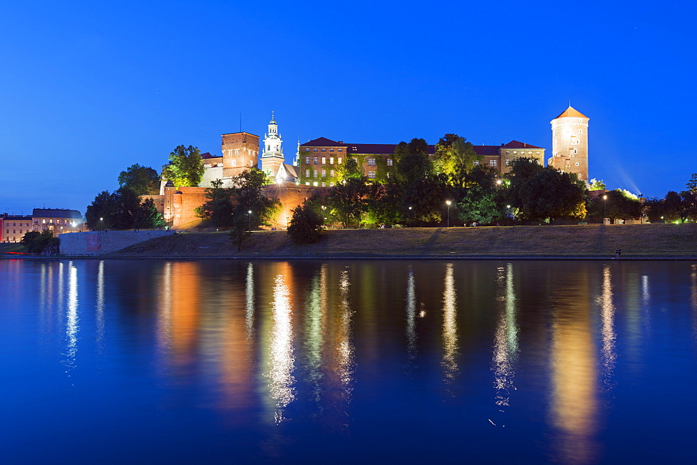 Wawel Hill Castle and Cathedral, Vistula River, UNESCO World Heritage Site, Krakow, Malopolska, Poland, Europe