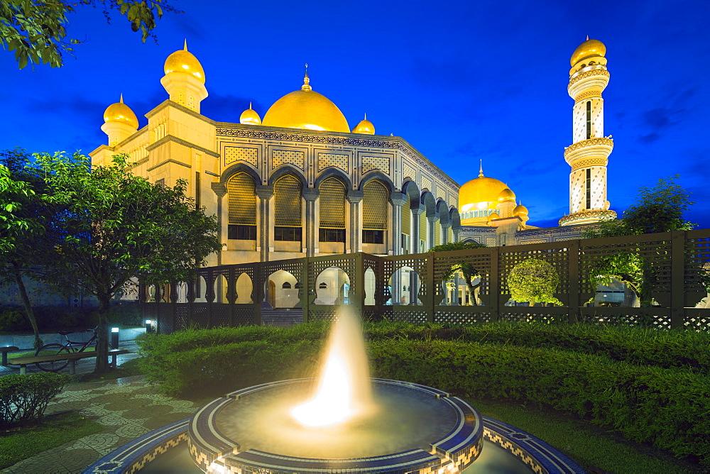 Jame'asr Hassanal Bolkiah Mosque, Bandar Seri Begawan, Brunei, Borneo, Southeast Asia, Asia