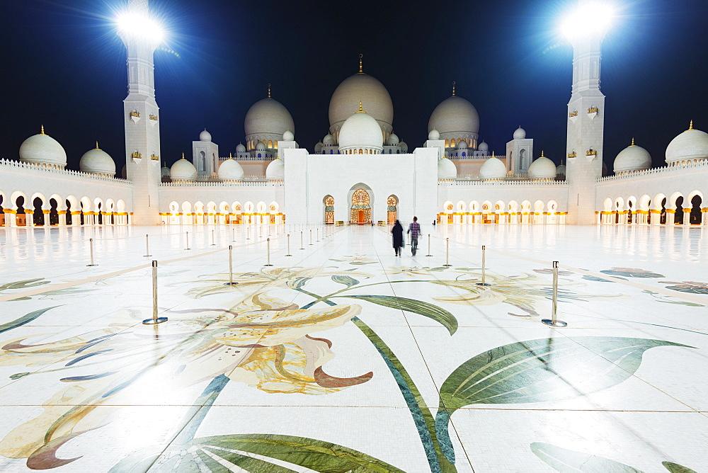 Sheikh Zayed Grand Mosque at night, Abu Dhabi, United Arab Emirates, Middle East