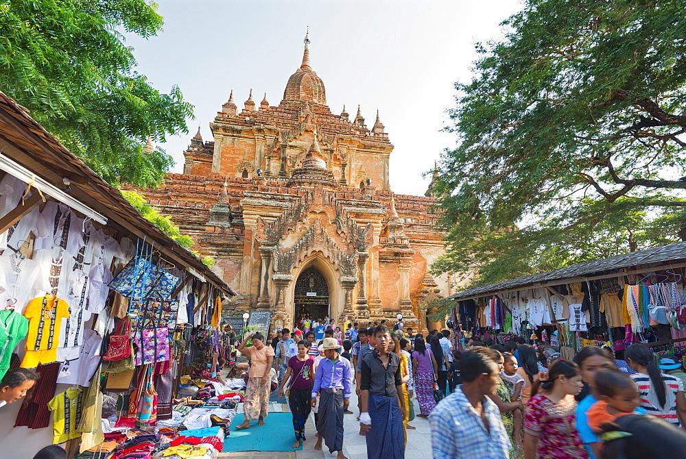 Souvenir stalls, Htilominlo Pahto temple, Bagan (Pagan), Myanmar (Burma), Asia