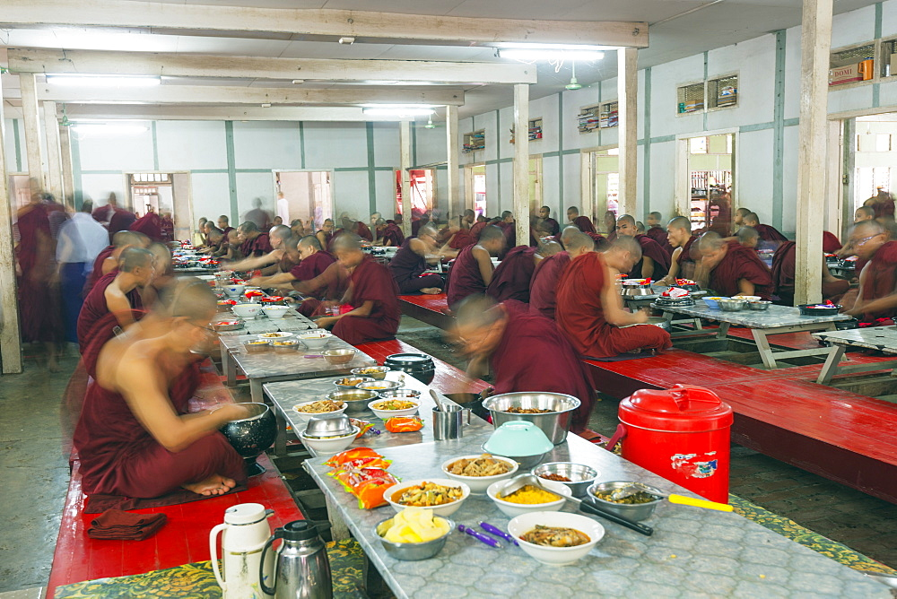 Meal time at Maha Ganayon Kyaung Monastery, Mandalay, Myanmar (Burma), Asia