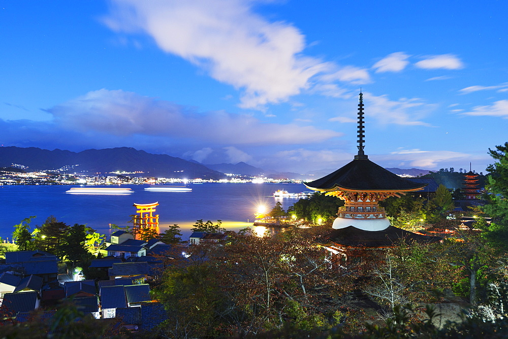 Pagoda at Itsukushima jinja Shinto Shrine, UNESCO World Heritage Site, Miyajima Island, Hiroshima Prefecture, Honshu, Japan, Asia