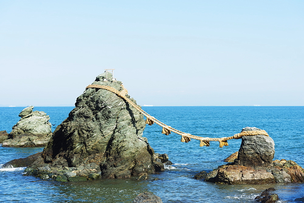 Futaminoura rocks, Meoto-Iwa (Wedded Rocks), Mie Prefecture, Honshu, Japan, Asia