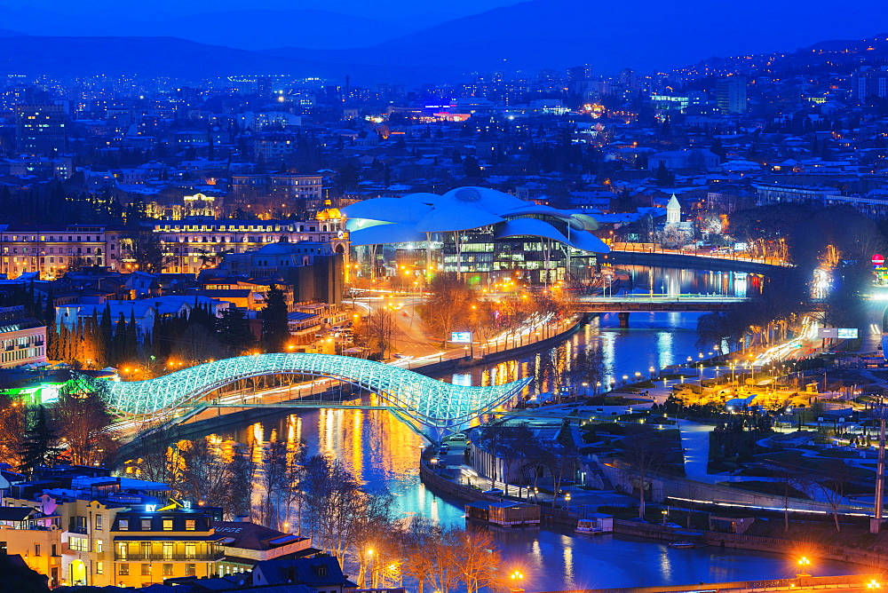 City view, Bridge of Peace and Public Service Hall House of Justice on Mtkvari River, Tbilisi, Georgia, Caucasus, Central Asia, Asia