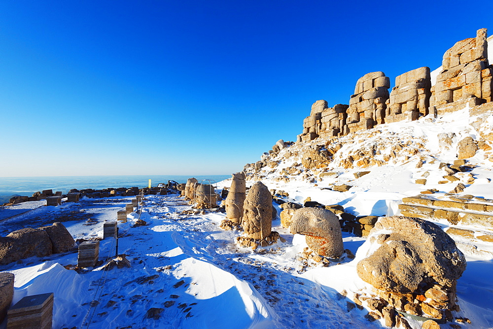 Antiochos Sanctuary, eastern entrance, Nemrut Dagi (Mount Nemrut), UNESCO World Heritage Site, Anatolia, Turkey, Asia Minor, Eurasia