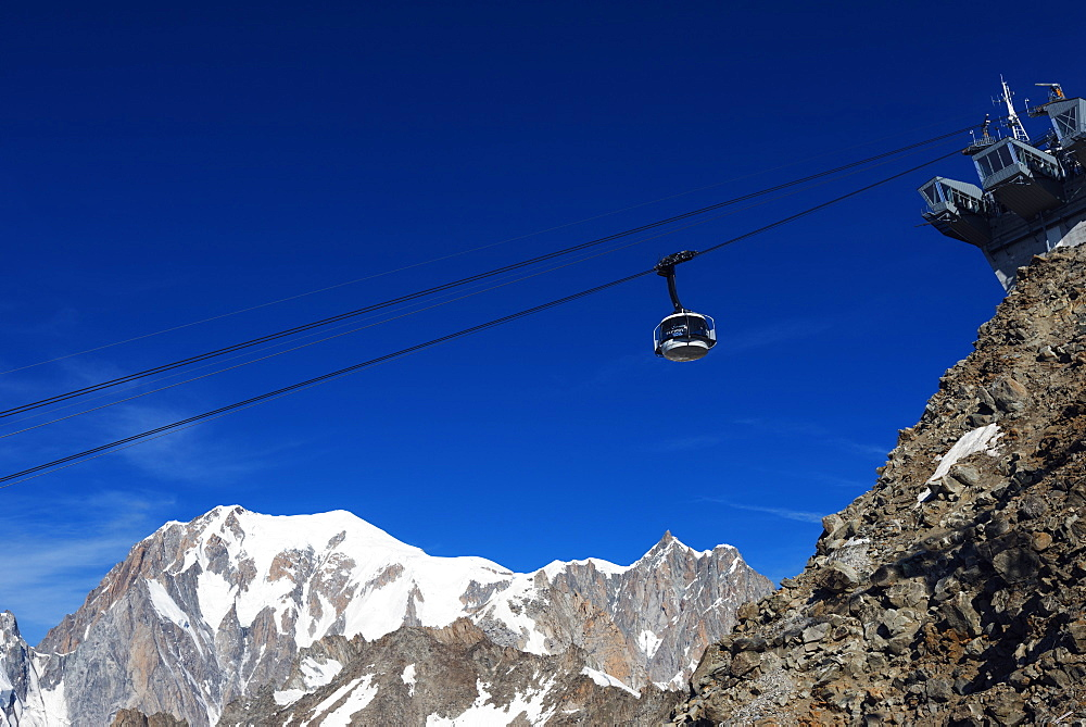 New Skyway revolving cable car opened 2015, to Monte Bianco (Mont Blanc), Courmayeur, Italian Alps, Italy, Europe