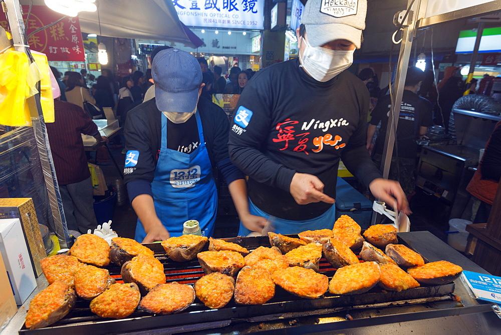 Shellfish and grilled cheese, Ningxia night market, Taipei, Taiwan, Asia