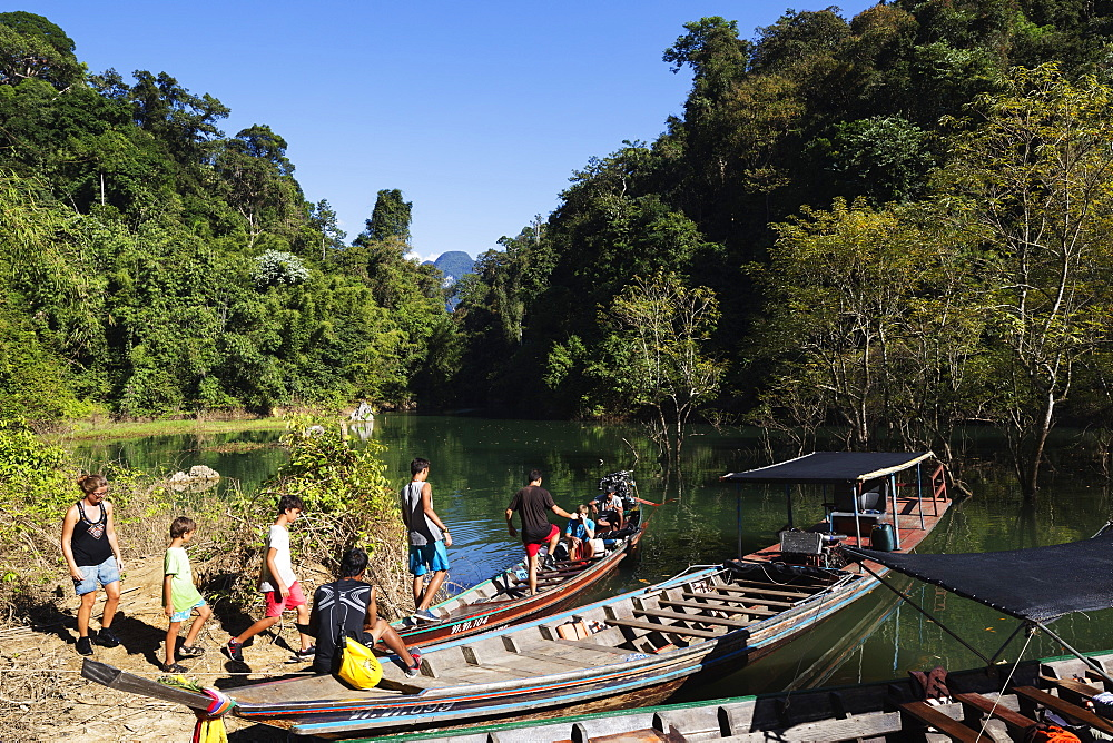 Tourists sightseeing, Ratchaprapa Reservoir, Khao Sok National Park, Surat Thani Province, Thailand, Southeast Asia, Asia