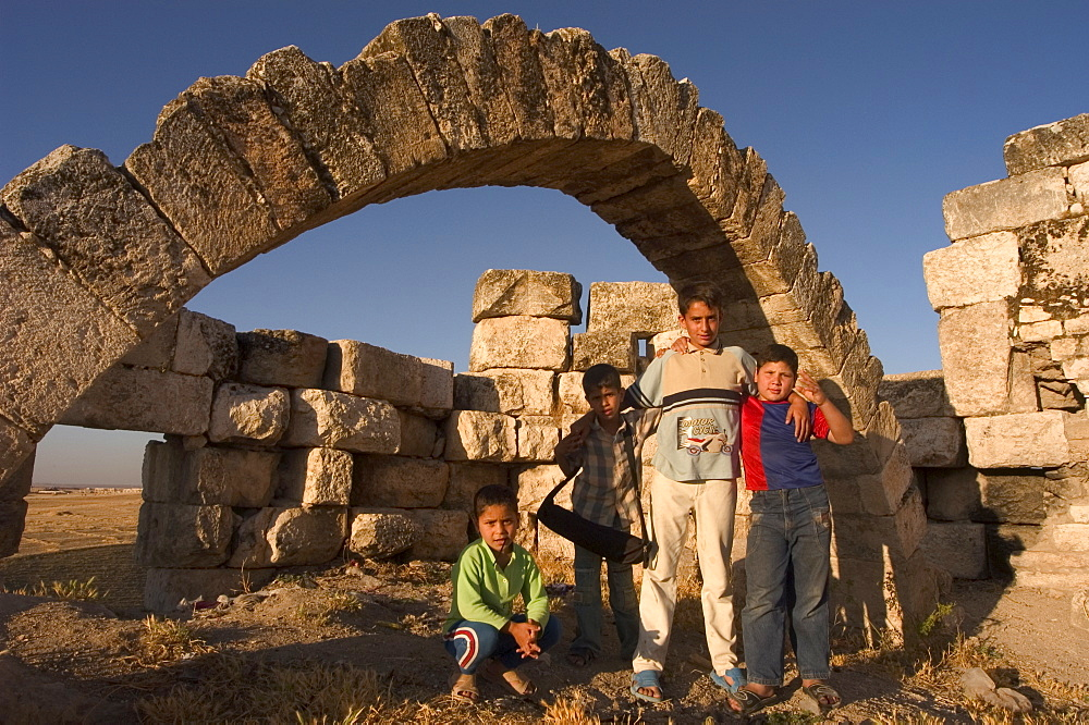 Children at Qala'at al-Mudiq, medieval castle, Apamea (Qalat at al-Mudiq), Syria, Middle East