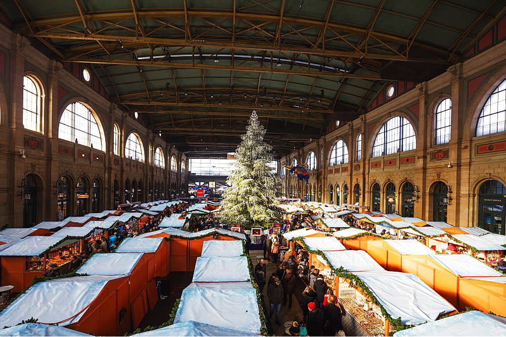 Christmas market at Zurich train station, Zurich, Switzerland, Europe