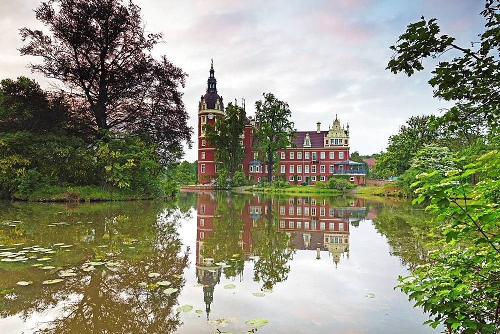 Neues Schloss Castle, built by Prince Hermann von Puckler-Muskau, UNESCO World Heritage Site, Muskauer Park, Bad Muskau, Saxony, Germany, Europe