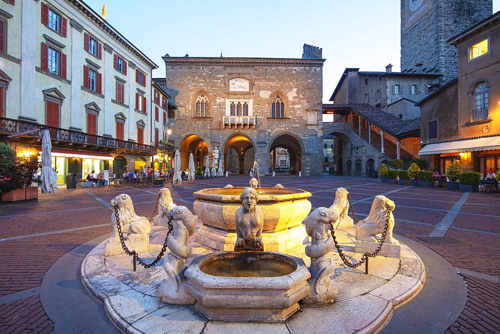 Contarini fountain in Piazza Vecchia, Bergamo, Lombardy, Italy, Europe
