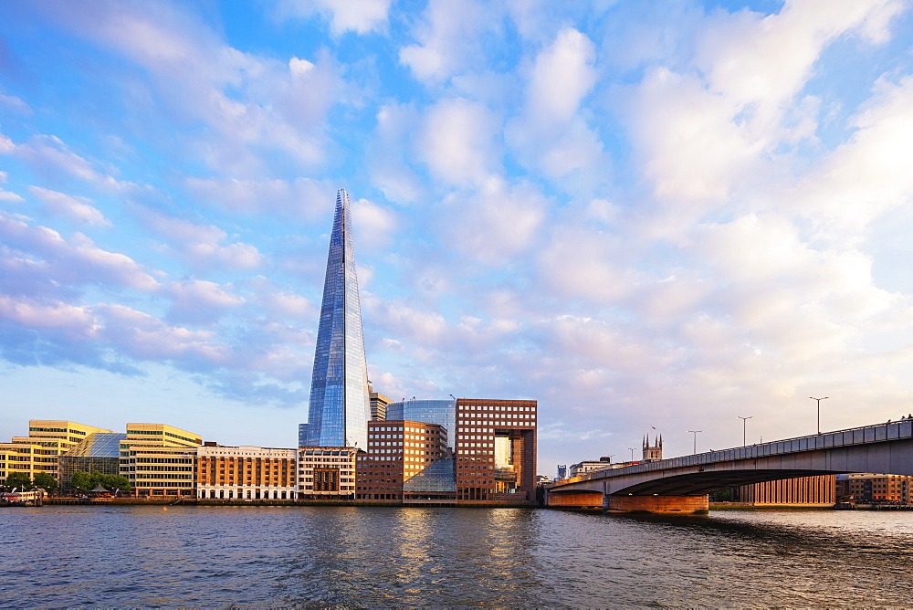 Europe, United Kingdom, England, London, The Shard designed by Renzo Piano and Howard Kennedy, No 1 London Bridge, River Thames
