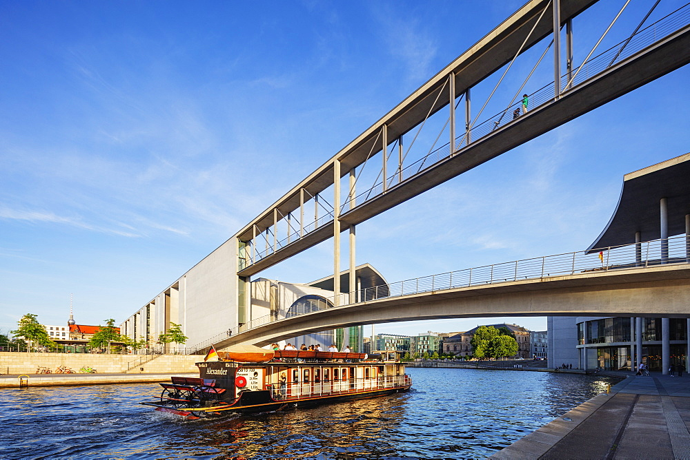 Europe, Germany, Brandenburg, Berlin, bridge over the Spree River connecting Marie Elisabeth Luders House and Paul Lobe Haus legislative buildings