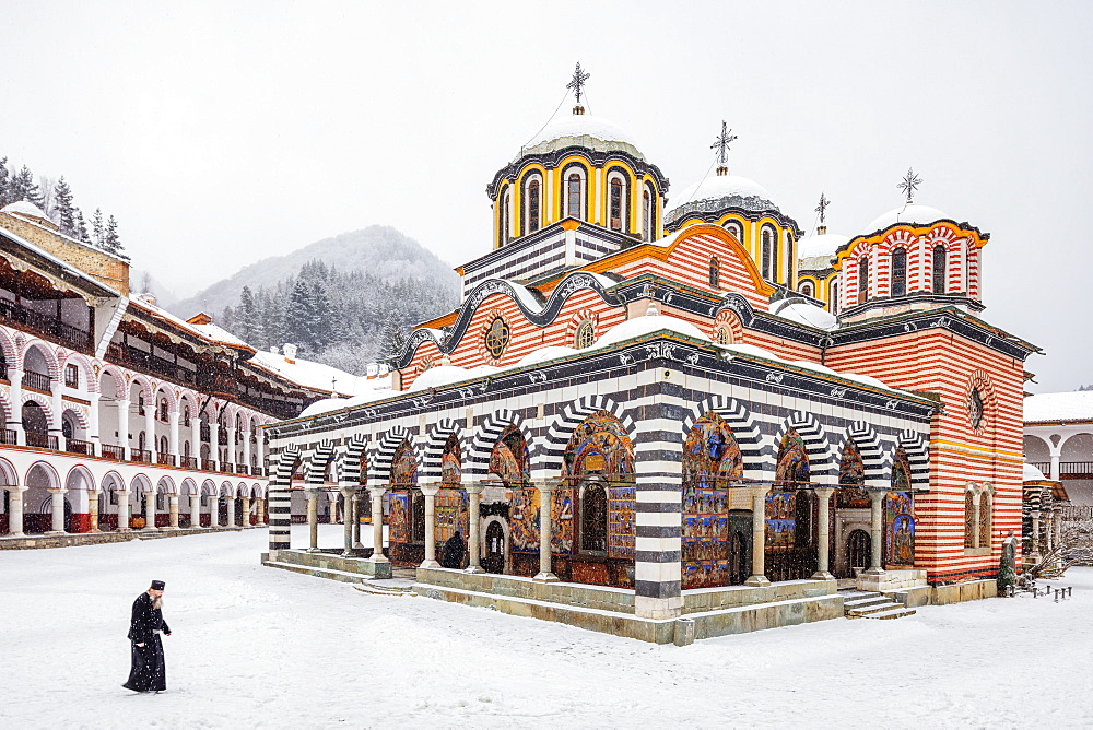 Europe, Bulgaria, a priest at the Church of the Nativity of the Virgin Mother at Rila Monastery, Unesco site - 733-8399