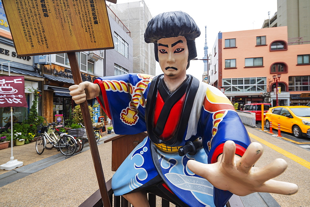 Kitsch samurai statue, Asakusa, Tokyo, Japan, Asia