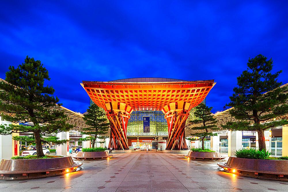 Japan, Honshu, Ishikawa prefecture, Kanazawa city, torii shaped Kanazawa station, designed by architects Sejima and Nishizawa