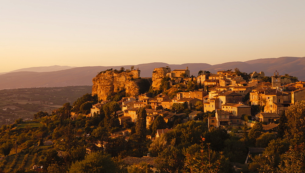 The hill top village of Saignon at sunset, Provence, France, Europe - 734-152