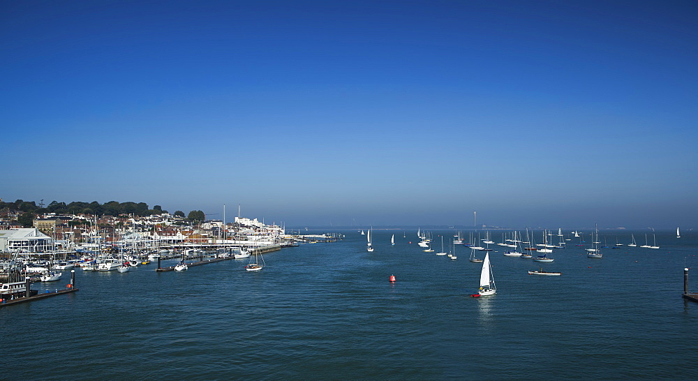 Harbour entrance to Cowes, Isle of Wight, England, United Kingdom, Europe - 734-167