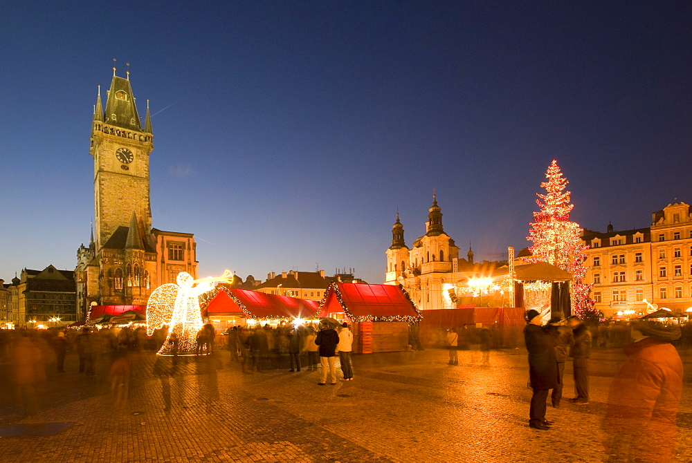 Christmas market at Staromestske (Old Town Square) with Gothic Old Town Hall, Stare Mesto (Old Town), UNESCO World Heritage Site, Prague, Czech Republic, Europe