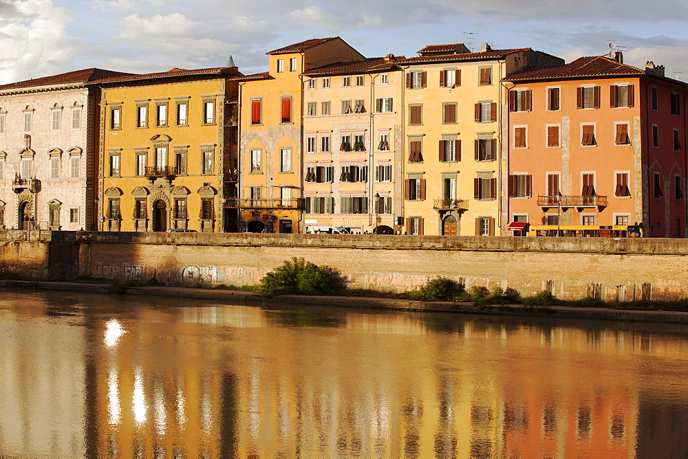 Along the River Arno, Pisa, Tuscany, Italy, Europe