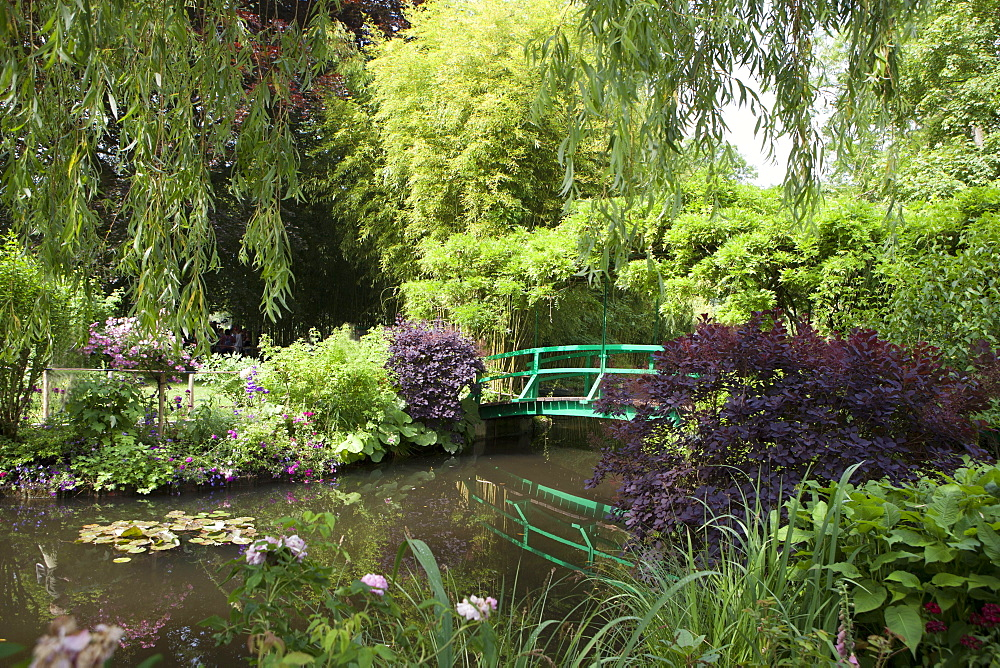 Claude Monet's Garden, the bridge over the lily pond, the inspiration for many of Monet's paintings, Giverny, Normandy, France, Europe - 739-1344