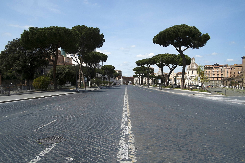 Imperial Forum Avenue, deserted due to the 2020 Covid-19 lockdown restrictions, Rome, Lazio, Italy, Europe - 739-1408