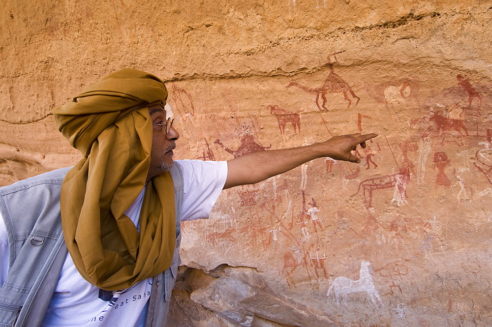 Guide and prehistoric rock paintings, Akakus, Sahara desert, Fezzan, Libya, North Africa, Africa