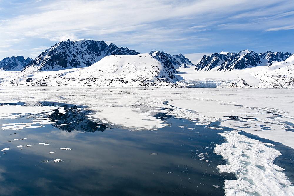 Monaco Glacier, Spitzbergen, Svalbard Islands, Norway, Scandinavia, Europe