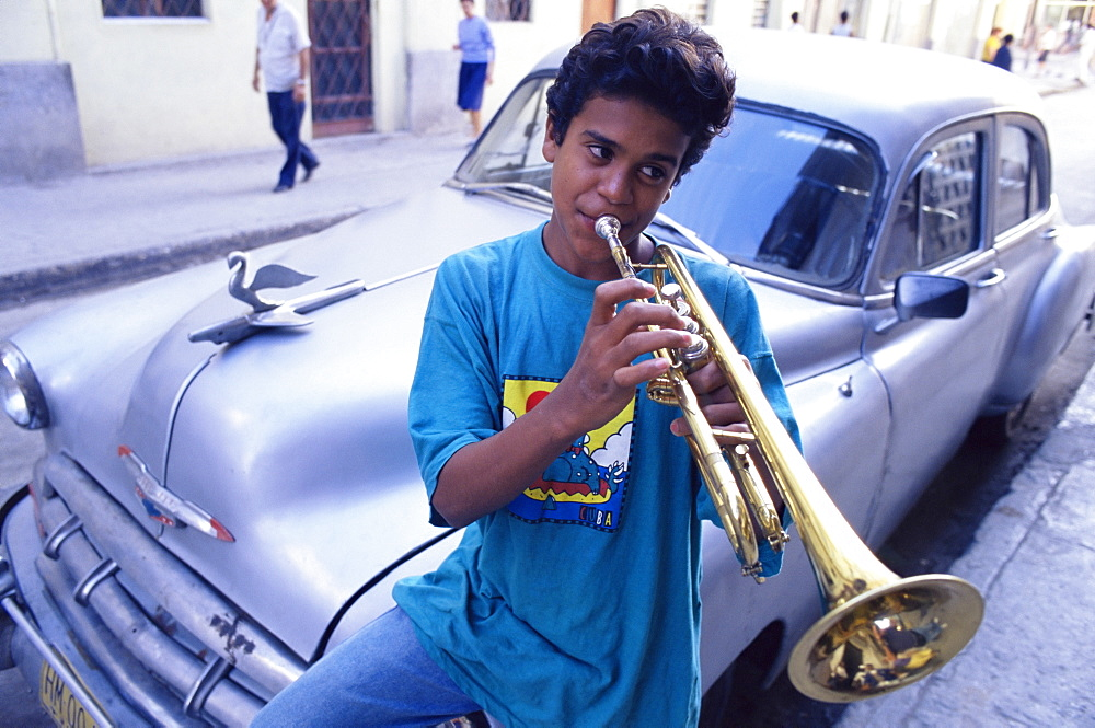 Street musician, Habana Vieja, Havana, Cuba, West Indies, Central America