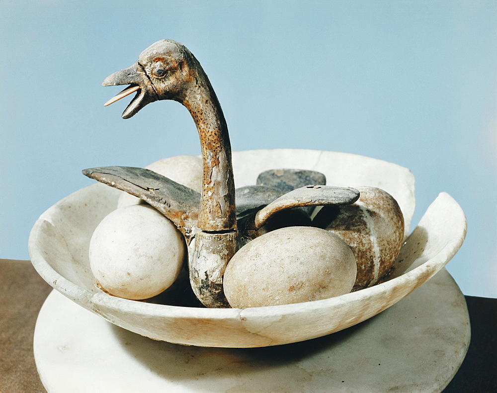 Lid of an alabaster jar decorated with a bird in a nest and eggs in a bowl, from the tomb of the pharaoh Tutankhamun, discovered in the Valley of the Kings, Thebes, Egypt, North Africa, Africa