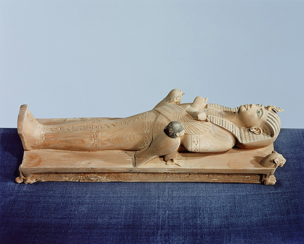 Image of the king's mummy on its funeral bed flanked by the king's two souls, dedicated by Maya, from the tomb of the pharoah Tutankhamun, discovered in the Valley of the Kings, Thebes, Egypt, North Africa, Africa